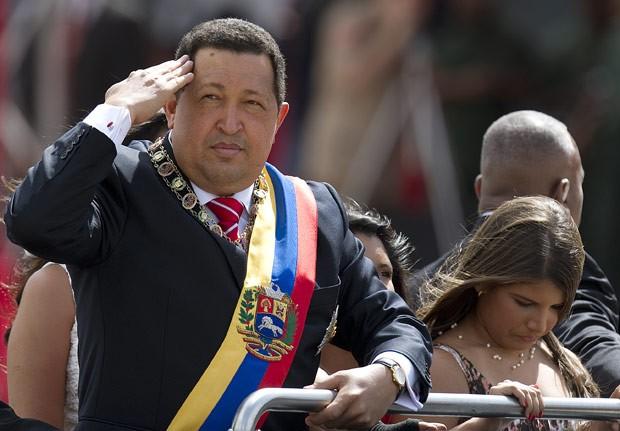 O presidente da Venezuela, Hugo Chávez, durante parada militar em Caracas em 5 de julho (Foto: AFP)