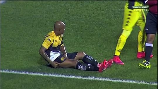 Assunção deixa o campo lesionado e não viaja para enfrentar o Atlético-GO