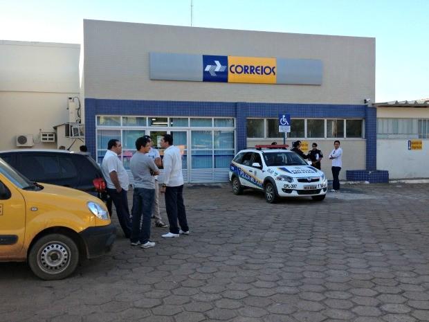 Homens armados assaltaram agência do Correios, em Porto Velho, na tarde desta quinta-feira, 15 (Foto: Halex Frederic/G1)