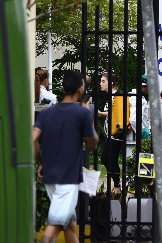 Rayane Moraes, deixa a casa de Douglas Sampaio (Foto: Roberto Teixeira / EGO)