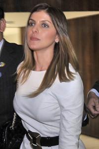 Andressa Mendonça ao deixar o Congresso após sessão de depoimento de Carlinhos Cachoeira à CPI (Foto: José Cruz  / Agência Brasil)