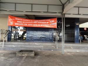 Tranquilidade marca o dia em uma agência do INSS no Centro de Aracaju (Foto: Tássio Andrade/G1)