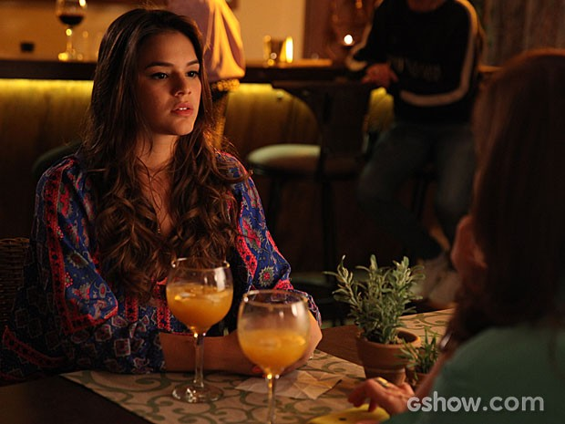 Luiza consegue iniciar a tão importante conversa com Helena (Foto: Pedro Curi/TV Globo)