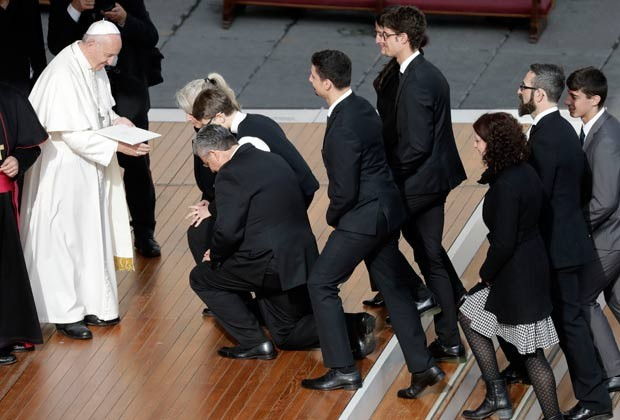 Papa pediu que fiéis 'espalhem esperança e deem oportunidade aos demais' (Foto: Gregorio Borgia/AP)