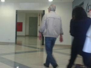 Adarico Negromonte entrou pela porta da frente da PF e não falou com a imprensa  (Foto: Adriana Justi / G1)