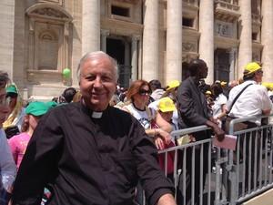 Padre Mássimo Lombardi se pronunciou sobre o caso da Bíblica queimada por meio de nota (Foto: Reprodução/Facebook)