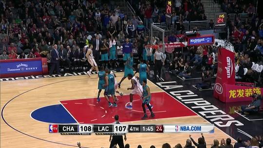 Trio brilha, Griffin anota 43 pontos, e Clippers batem os Hornets em casa