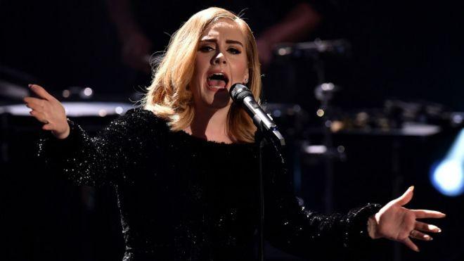 A cantora britânica Adele se revelou nova inimiga dos serviços de streaming, como o Spotify  (Foto: Getty Images)