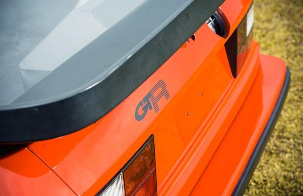 A carroceria de fibra de vidro ajuda o 924 GTR a pesar menos de 1 tonelada (Foto: Divulgação)