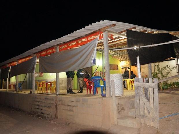 Duplo homicidio em bar em Oliveira (Foto: Marcelo Praxedes/ Rádio Sociedade)