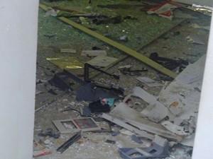 Destroços do caixa eletrôico (Foto: Alvelino Silva/Arquivo Pessoal)