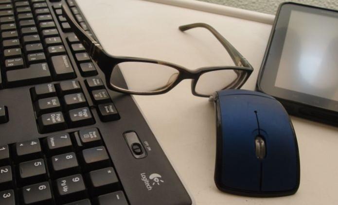 Não é só o PC que pode causar vista cansada. Smartphones e tablets também desgastam a visão (Foto: Pedro Zambarda/TechTudo) (Foto: Não é só o PC que pode causar vista cansada. Smartphones e tablets também desgastam a visão (Foto: Pedro Zambarda/TechTudo))