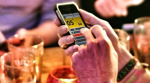 Os clientes da plataforma gerenciam a fila de espera em um tablet e notificam seus frequentadores através de SMS (Foto: Divulgação)