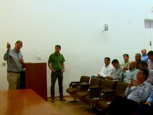 Produtores rurais se reuniram para discutir formas de combate ao greening Matão (Foto: Wilson Aiello/EPTV)