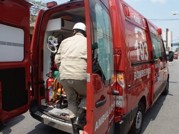 Feridos foram socorridos pelo Corpo de Bombeiros para o Hospital Ferreira Machado (Foto: Filipe Lemos/Campos 24 horas)