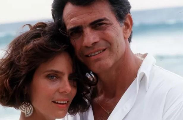 Bruna e Tarcísio Meira na novela de sucesso Roda de fogo, de 1986, um de seus maiores sucessos  (Foto: Reprodução/ TV Globo)