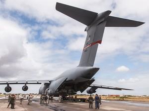 A aeronave chegou a Natal com uma comitiva de 55 militares dos Estados Unidos (Foto: Enilton Kirchhof)