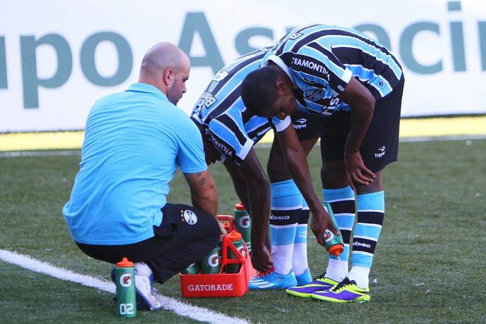 grêmio são josé gauchão calor grama sintética passo dareia tinga (Foto: Lucas Uebel/Grêmio FBPA)