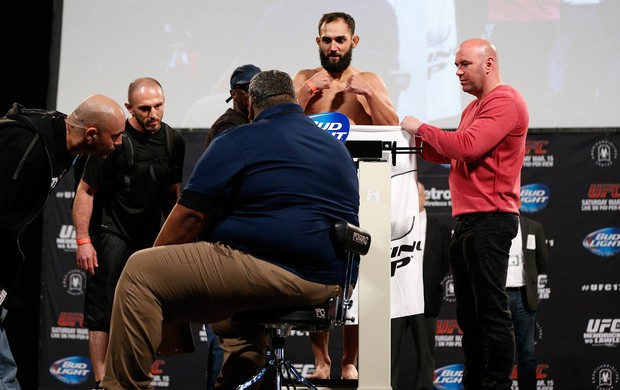 MMA Pesagem UFC 171 - Johny Hendricks e Joe Rogan (Foto: Getty Images)