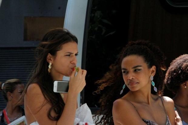 """Bruna Marquezine e Lucy Ramos gravam """"Salve Jorge"""" (Foto: Onofre Veras / AgNews)"""