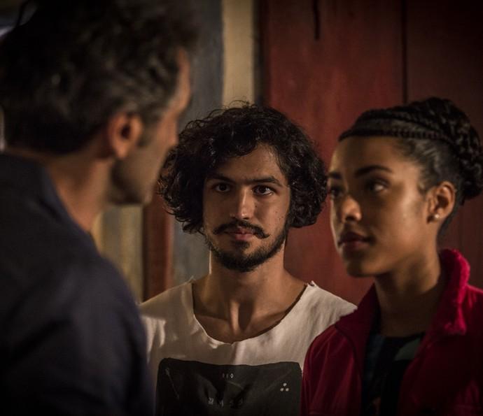 Miguel diz que não quer incomodar, mas Santo acolhe Sophie (Foto: Inácio Moraes/Gshow)