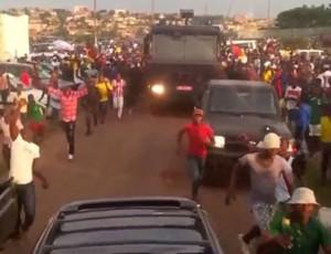 Camarões aparece em despedida de Yaoundé (Foto: Reprodução)