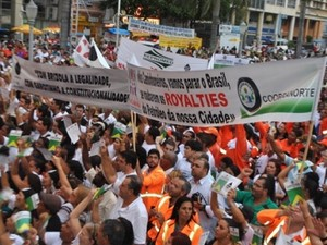 Multidão tomou as ruas em Campos, RJ (Foto: Divulgação)