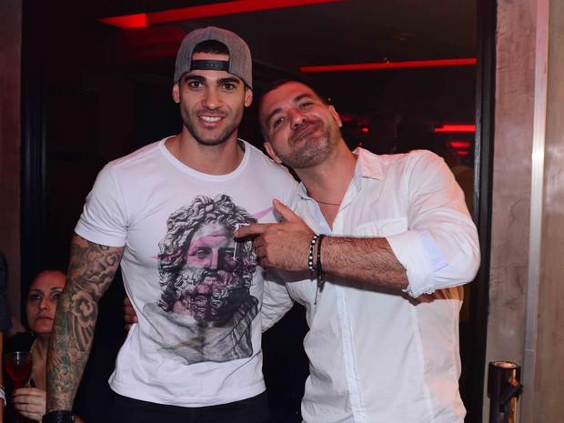 Ex-BBBs Rodrigo e Vagner em festa em São Paulo (Foto: Leo Franco/ Ag. News)