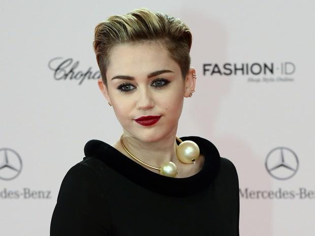 Miley Cyrus no prêmio Bambi, em Berlim, na Alemanha (Foto: John Macdougall/ AFP)