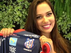 Fernanda Alves, a musa do Trindade (Foto: Fernanda Borges/GloboEsporte.com)