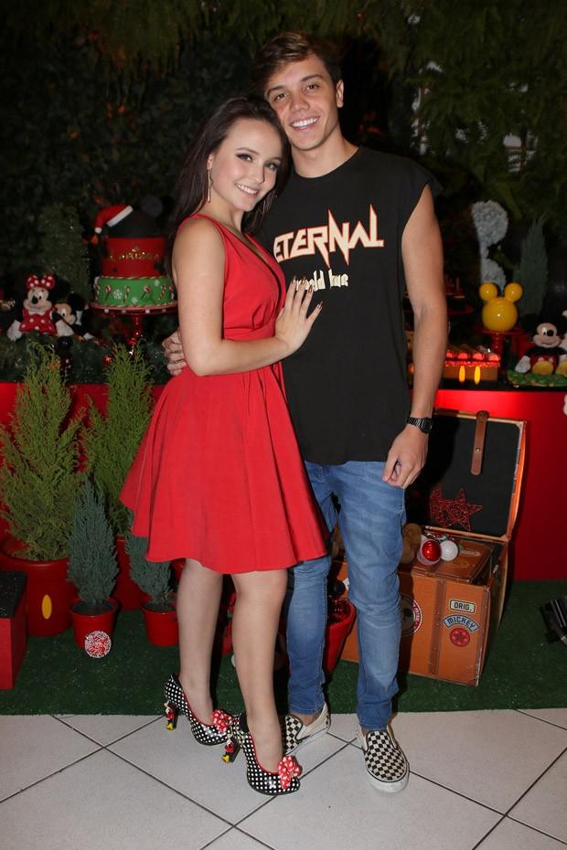 cbbcf4eaec412 Larissa Manoela ganha festa surpresa pelos 17 anos e enche novo ...