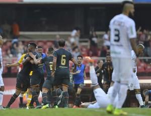 Comemoração do gol de Thiago Mendes, São Paulo x Figueirense