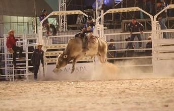 Vinte peões disputam competição nacional de rodeio na Expofeira do AP