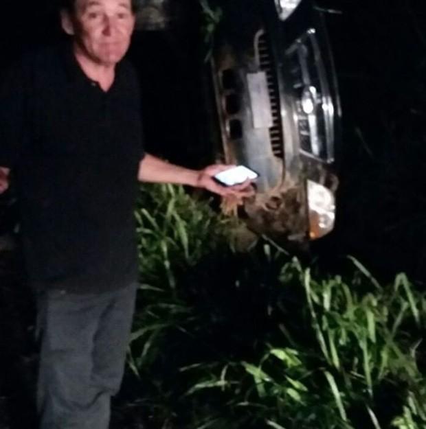 Marquito mostra carro capotado após acidente (Foto: Reprodução/Instagram)