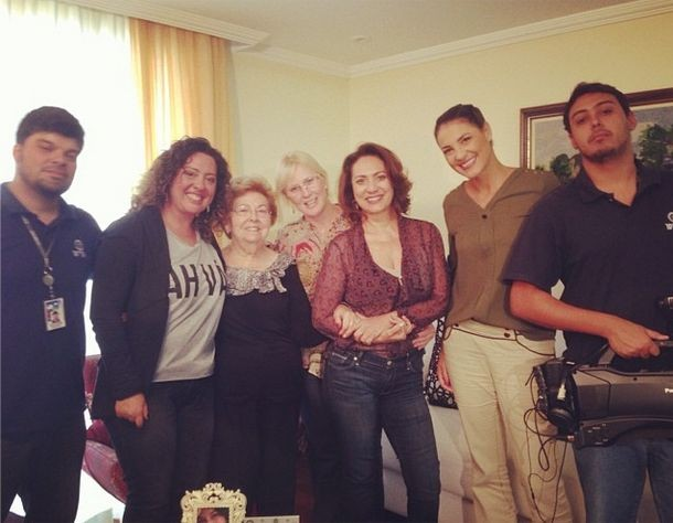 Equipe do Jogo de Cintura grava com a atriz Eliane Giardini (Foto: Reprodução/Internet)