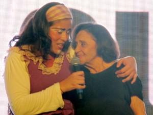 Laura Cardoso se emociona em homenagem do Festival de Cinema de Santos, SP (Foto: Jonatas Oliveira/G1)