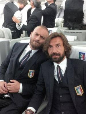 de rossi pirlo italia avião (Foto: Reprodução / Facebook)