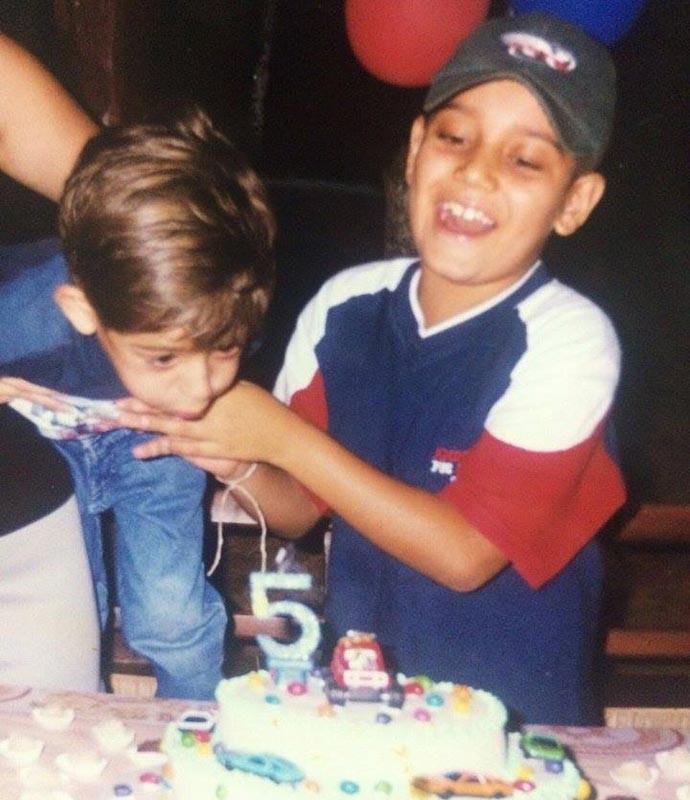 Leandro Lucco abre o álbum de infância e mostra registro do passado com o irmão Lucas (Foto: Arquivo Pessoal)