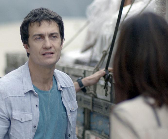 Luís apronta com a família e eles são expulsos do prédio (Foto: TV Globo)