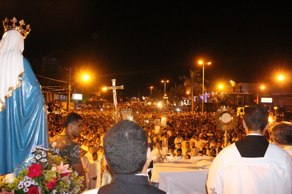Celebração foi encerrada na avenida Fernando Corrêa da Costa com a bênção do Santíssimo (Foto: Juliene Katayama/G1 MS)