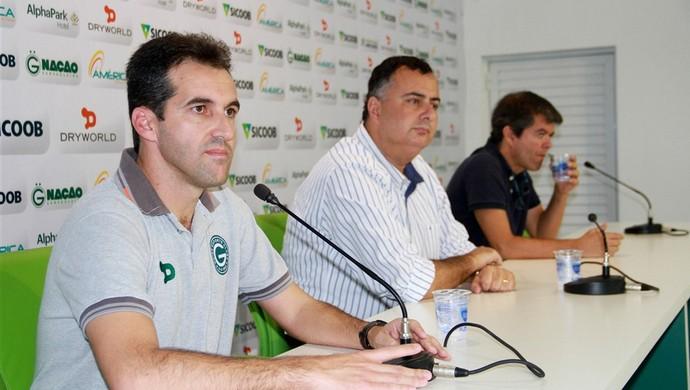 Léo Condé é apresentado no Goiás (Foto: Rosiron Rodrigues / Goiás E.C.)