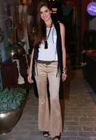 Look do dia: Camila Queiroz, de 'Verdades Secretas', usa calça flare