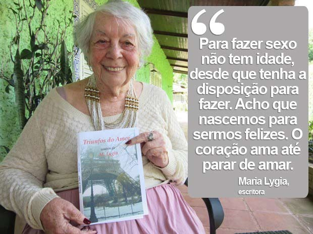 Escritora Maria Lygia com a capa do livro 'Triunfos do Amor' (Foto: Isabella Formiga/G1)