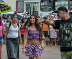 Com um figurino curto, Isis Valverde grava  'A força do querer'  no mercado Ver-o-Peso, em Belém.  Ela é orientada por  Rogério Gomes, diretor artístico da trama de Glória Perez | Estevam Avellar/Globo