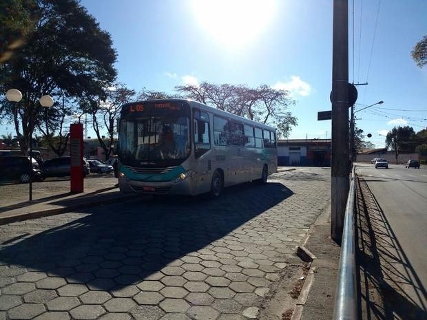 Motoristas de ônibus realizaram uma paralisação em Itapetininga (Foto: Bruno Casteletto/TV TEM)