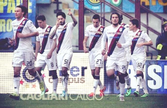 Adryan e Pinilla no Cagliari (Foto: Reprodução / Instagram)