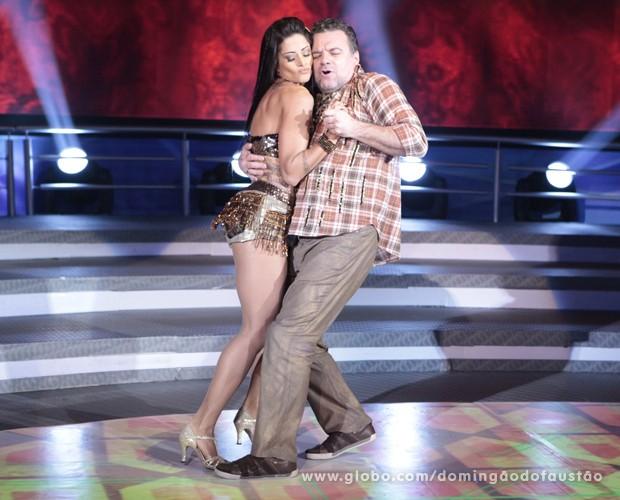 Adriano Garib e Aline Riscado (Foto: Domingão do Faustão / TV Globo)