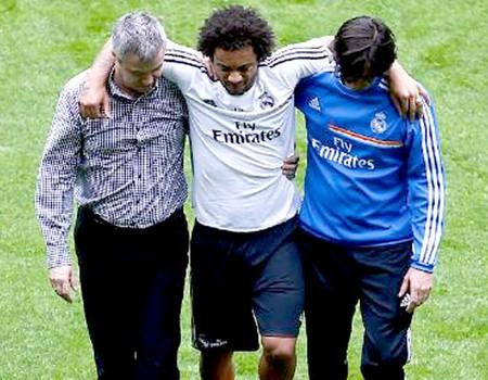Marelo deixa o treino do Real Madrid machucado (Foto: Divulgalção / Site Oficial do Real Madrid)