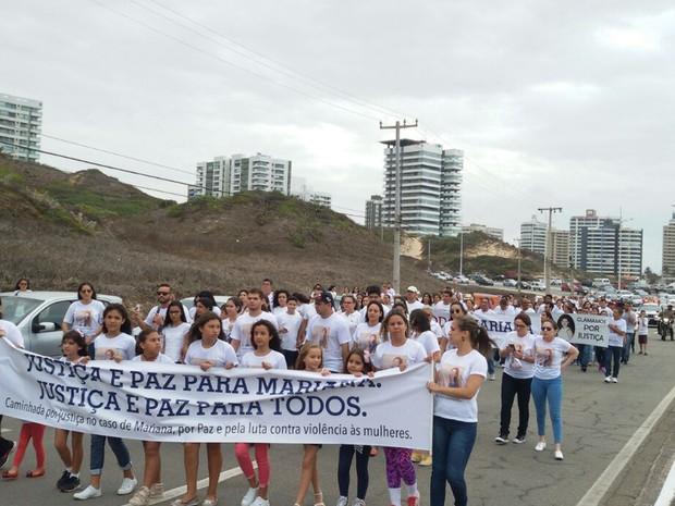 Cerca de 350 pessoas vestidas de branco participaram de caminhada em São Luís (Foto: Ádria Rodrigues/TV Mirante)
