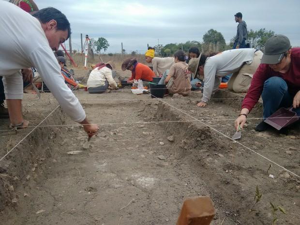 Escavação em Tocos acontece sempre no mês de julho (Foto: Stella Freitas/ G1)